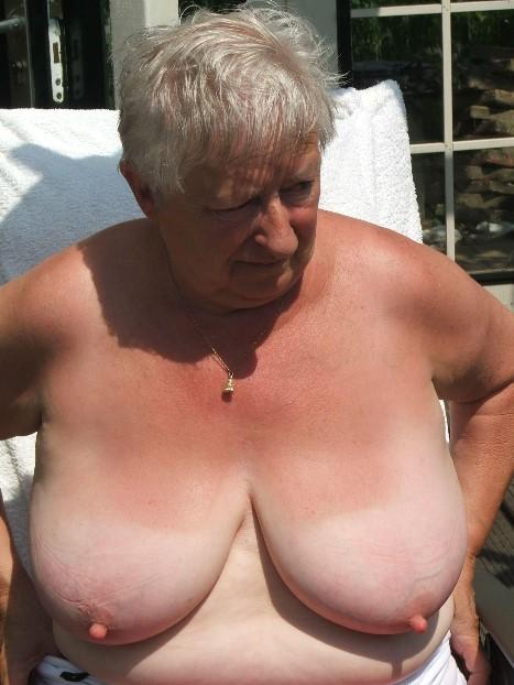 Фото голые груди бабушек