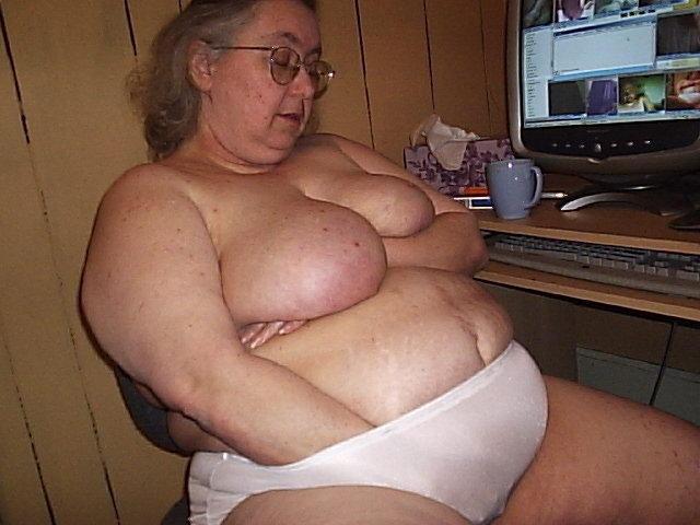 Fat granny pissing
