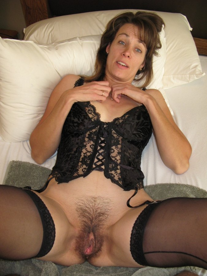 Mature hairy pussy fucking