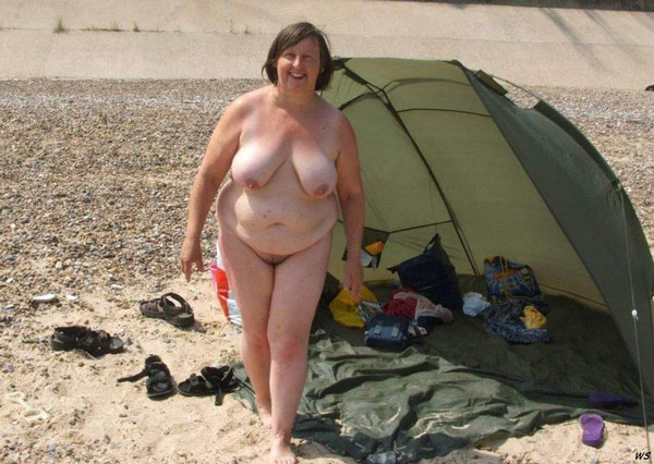 see inside pretty old mature and granny women outdoor