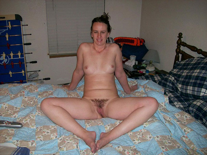 Hairy pussy wife creampied
