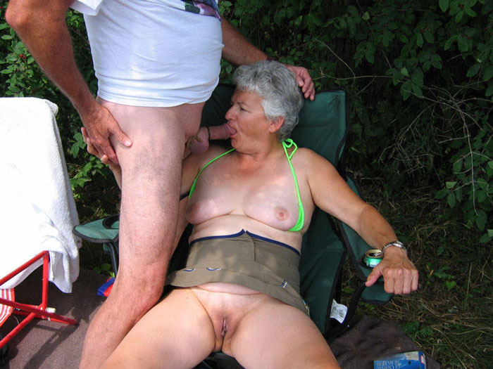 Old lady sucks dick