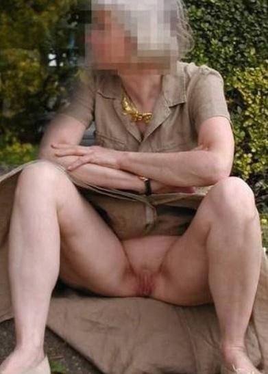 ebony bathing nude